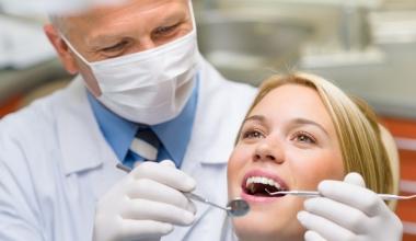Schöne Zähne ganz schnell – mit Veneers (Verblendschalen)